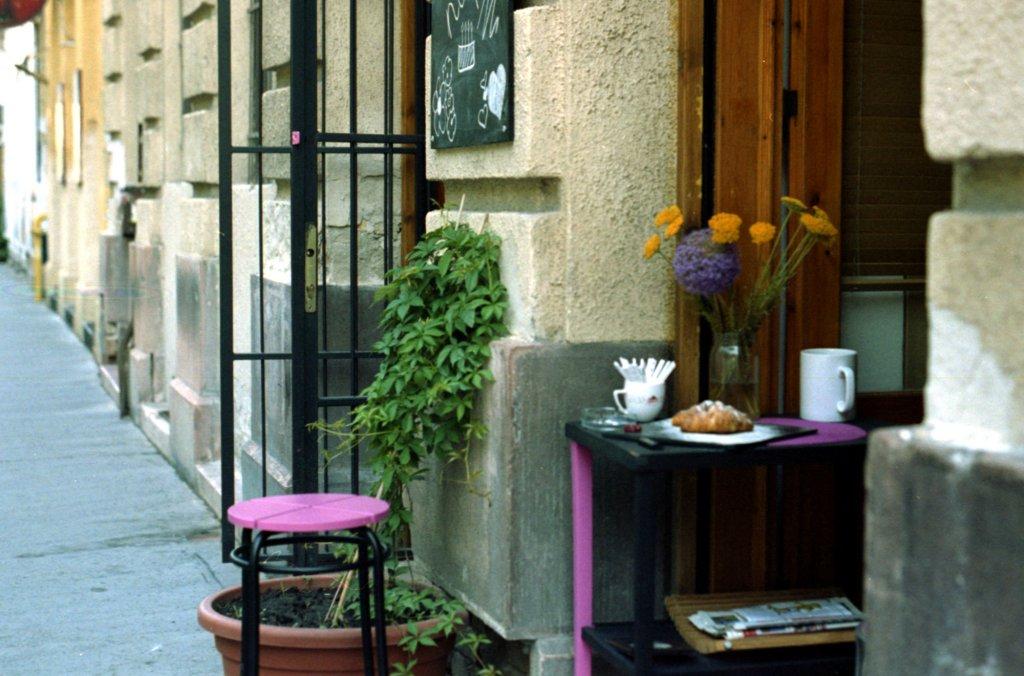 176 / 2013 -  food next door © Gabor Suveg