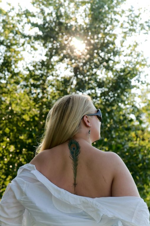 185 / 2013 - girl with peacock feather tattoo © Gabor Suveg