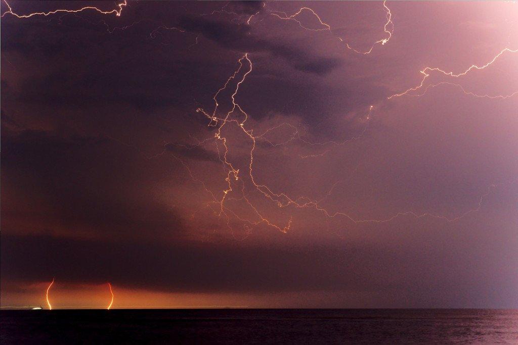 220 / 2013 – stormy night © Gabor Suveg