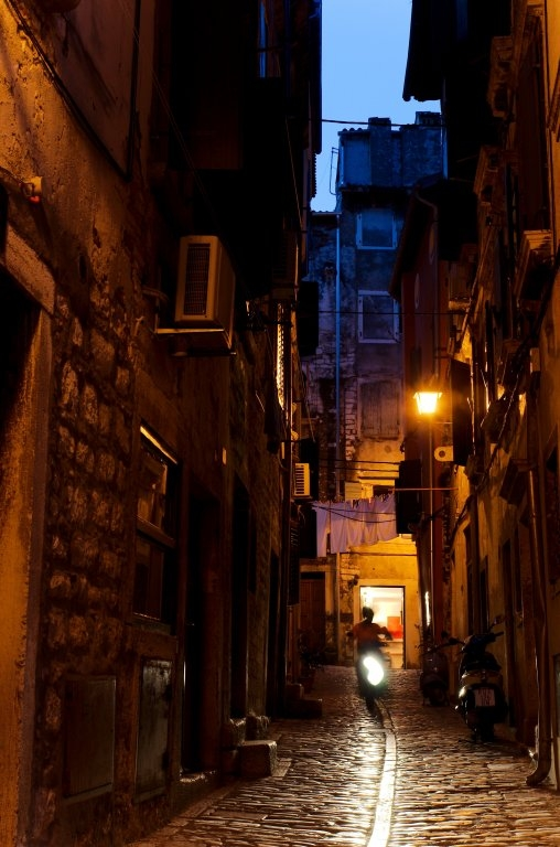 235 / 2013 – lights will guide you home © Gabor Suveg