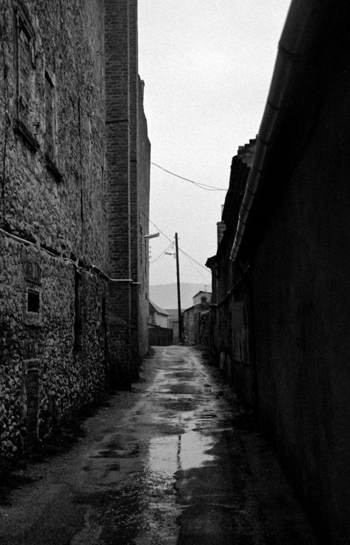 24 / 2013 - alley © Gabor Suveg
