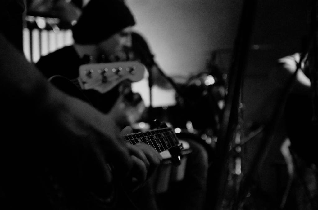 361 / 2013 – Grunge Acoustic © Gabor Suveg
