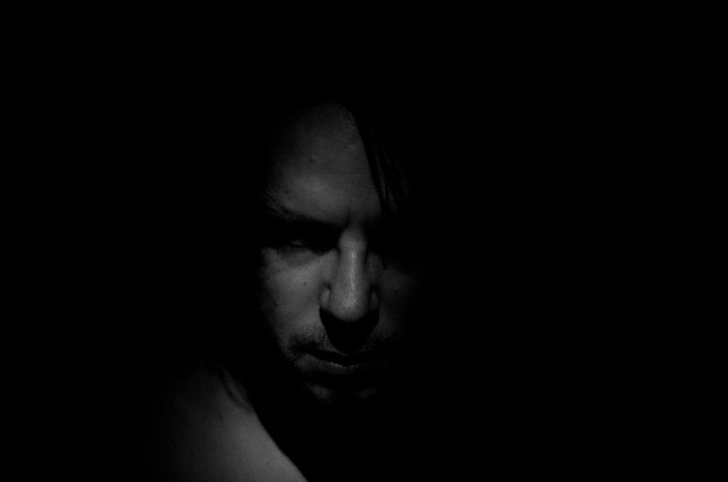 66 / 2013 - Seek and destroy © Gabor Suveg
